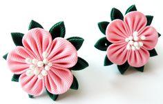Kanzashi fabric flowers. Set of 2 ponytails. Pink and por JuLVa