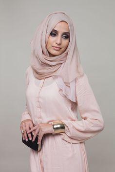 Pastel Peach Sencilla #Abaya #AabCollection #Hijab #EidLuxe #EidCollection #Lookbook #