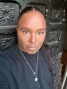 With Damone Roberts, you can change your face with changing your eyebrows. His makeup eyebrow products are so effective and easy to use that you will master them in no time. All vegan and without fading away during the day. Check them out. #eyebrows #eyebrowmakeup #eyebrowgel #damoneroberts Eyebrow Products, Chemo Treatment, All Natural Skin Care, Simple Eye Makeup, Eyebrow Makeup, Women's Health, How To Feel Beautiful, Beauty Skin, Skin Care Tips
