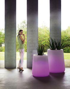 Tenemos rebajas en todos los productos Vondom!! Si os apetece echar un vistazo aquí dejamos el link http://www.jardineriakuka.com/6-vondom