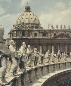 They Apostles, Evangelists, Saints of the early church are all here at the Vatican - so marvellous