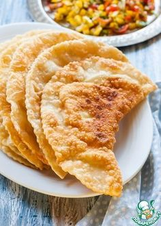 Крымские чебуреки - кулинарный рецепт Pizza Burgers, Pancakes And Waffles, Russian Recipes, No Cook Meals, Bakery, Food And Drink, Cooking Recipes, Yummy Food, Favorite Recipes