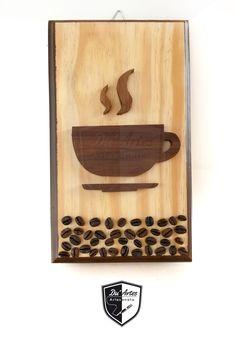 Quadro decorativo feito com pallet, madeira saboarana e grãos de café. Feito pela Du´Artes Artesanatos - Emmanuelle e Alessandro Duarte.