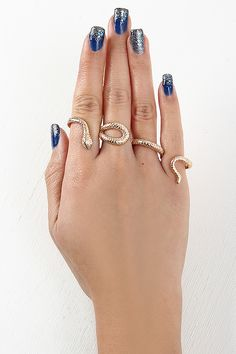 Winding Snake Knuckle Ring #SnakeJewellry #SnakeRing I would love this in silver or white gold.