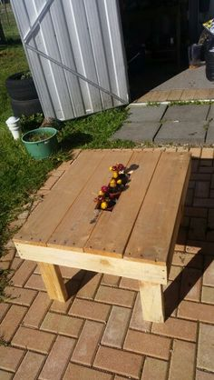 Pallet outdoor coffee/planter table