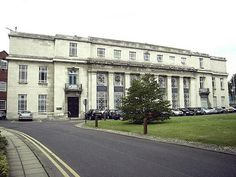 Leeds University in the UK was one of the largest mining departments. At that time it was housed in a building that was funded by those in the Industry in 1928. That building is now occupied by the Art Department