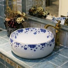 Cheap basin sink Buy Quality basin size directly from China basin mixer Suppliers: China Artistic Handmade Ceramic Art Basin Sinks Counter Top Wash Basin Bathroom Vessel Sinks vanities ceramic basin wash Vintage Sink, Vintage Style, Vintage Art, Vessel Sink Vanity, Vintage Bathrooms, White Rooms, White Bathroom, Bathroom Sinks, Bathroom Ideas