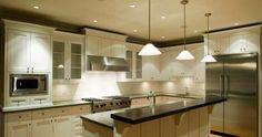 (Foto: Divulgação) #cozinha #iluminação #inox #branco #bancada #ilha