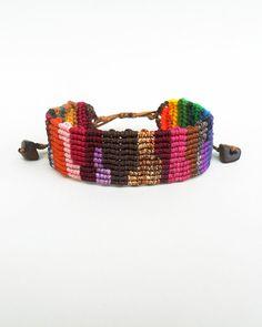 Manchette en macramé coloré, manchette en Patchwork, tissé, multicolore, arc-en-bijou, bijoux en macramé, bracelet ethnique, Boho chic, bohème bijoux