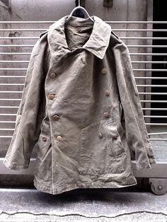 """1940年代 フランス軍モーターサイクルコート《古着屋""""coug""""のブログ ~a day of vintage clothing~ 》 - a day of vintage clothing 古着屋 カーグ の ブログ Military Looks, Military Jacket, Fashion Wear, Mens Fashion, Army Pants, Blue Chinos, Suit Shirts, Work Jackets, Jacket Style"""