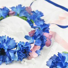 Niebieski wianek z różowymi elementami.    #cornflowercrown #hairwreath #wreath #wianeknaglowe #wianekzchabrow