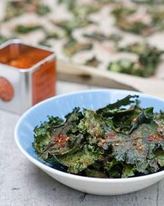 chipotle kale chips Kale Recipes, Great Recipes, Vegetarian Recipes, Snack Recipes, Favorite Recipes, Healthy Recipes, Family Recipes, Healthy Cooking, Healthy Snacks