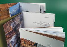 Il costruito storico in Valgerola Il sasso e il legno e il loro magico fondersi nell'architettura di montagna, racchiusi in questo libro dove sono raccolte le tipologie, i materiali e le tecniche utilizzate nel territorio dell'Ecomuseo della Valgerola.  Nostro il progetto grafico, l'impaginazione e le fotografie. Sfoglia un estratto del libro: http://en.calameo.com/read/000736284f62e9cb957bb