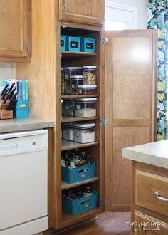 Deep Pantry Organization, Home Organisation, Pantry Storage, Small Storage, Storage Cabinets, Kitchen Storage, Organization Ideas, Tiny Pantry, Pantry Cabinets