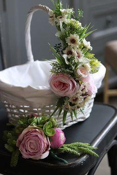 Tropical Floral Arrangements, Floral Centerpieces, Flower Arrangements, Fruit Flower Basket, Flower Girl Basket, Creative Gift Baskets, Creative Gift Wrapping, Wedding Gift Baskets, Wedding Gift Wrapping