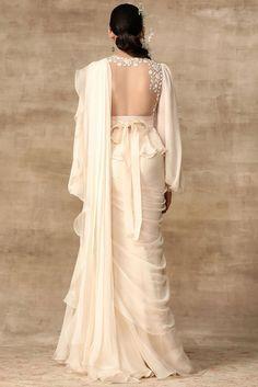 Dress Indian Style, Indian Fashion Dresses, Indian Gowns, Indian Designer Outfits, Designer Dresses, Indian Suits, Indian Wedding Outfits, Bridal Outfits, Lehenga Designs