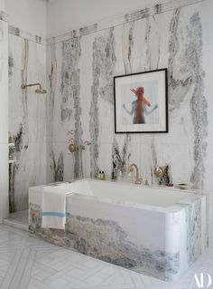 Inside a Storied Paris Apartment Designed By Isabelle Stanislas - Architectural Digest Architectural Digest, Home Luxury, Century Hotel, Design Living Room, Design Apartment, Bathroom Goals, Chic Bathrooms, Marble Bathrooms, Ideal Bathrooms