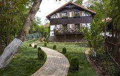 Casa după renovarea făcută de către echipa Visuri la cheie Cabin, House Styles, Interior, Plants, Design, Home Decor, Decoration Home, Room Decor, Design Interiors