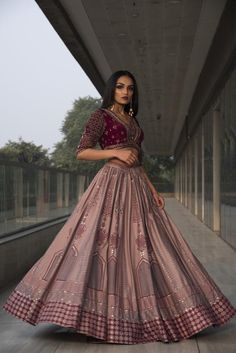 Indian Gowns Dresses, Indian Fashion Dresses, Indian Designer Outfits, Pakistani Dresses, Ball Dresses, Wedding Lehenga Designs, Designer Bridal Lehenga, Stylish Dress Designs, Stylish Dresses