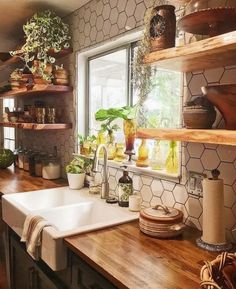 Farmhouse Style Kitchen, Modern Farmhouse Kitchens, Cool Kitchens, Farmhouse Decor, Farmhouse Ideas, Small Kitchens, Kitchen Modern, Farmhouse Sinks, Eclectic Kitchen
