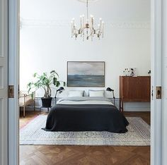 Modern Bedroom Ideas - Seeking the very best bedroom design ideas? Use these beautiful modern bedroom ideas as ideas for your very own remarkable designing system . Home Bedroom, Modern Bedroom, Bedroom Decor, Bedroom Apartment, Bedroom Ideas, Bedroom Lighting, Bedroom Chandeliers, Apartment Ideas, Bedding Decor