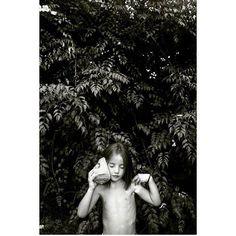 Pequeñas que oyen el fin de semana. Maravillosa foto de @anadelaserna.photography destacada por @petit_on #conmiradademadre