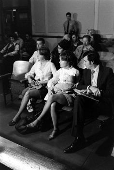 """1969 - Manson Family Members Lynn """"Squeaky"""" Fromme And Sandra Pugh At The Grand Jury Hearings"""