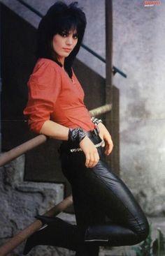 Joan Jett of Joan Jett and the Blackhearts Hipster Grunge, Grunge Goth, Estilo Grunge, Street Style Vintage, Look Vintage, Vintage Photos, Over The Top, Jimi Hendrix, Rockabilly