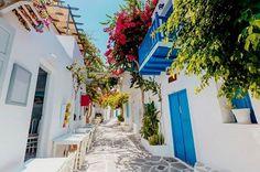 "Stock fotografie ""Traditional Greek Street On Paros Island"" (k okamžité úpravě) 1005610708 Top Travel Destinations, Holiday Destinations, Beautiful Islands, Beautiful Beaches, Voyage Sri Lanka, Mykonos, Santorini, Sailing Greece, Voyage Costa Rica"