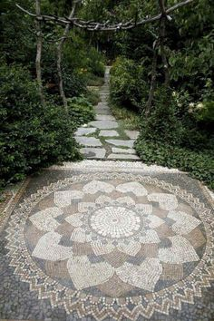 44 Best DIY mosaic garden path decorations for your inspiration #creativediygardenpathideas #diymosaicgarden #diymosaicgardendecorations #gardenpathdesigndecorationsideas #mosaicprojectsforyourgarden