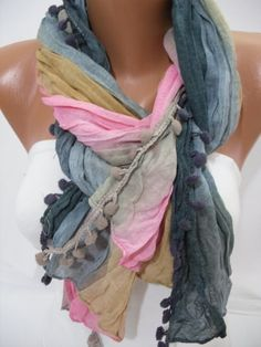 Fun scarf and great way to tie it!