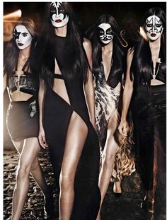 Dressed to Kill - Pauline Van Der Cruysse, Cate Underwood, Nikole Luna and Amanda Ware play a female version of iconic rock band, Kiss, for the music issue of V Magazine. Captured by Benjamin V Magazine, Rock N Roll Kostüm, Rock And Roll Costume, Rock Costume, Banda Kiss, Kiss Costume, Kiss Concert, Grunge, Fantasias Halloween