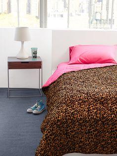 سيدات راقيات – أغطية سرير تقدمها Victoria's Secret