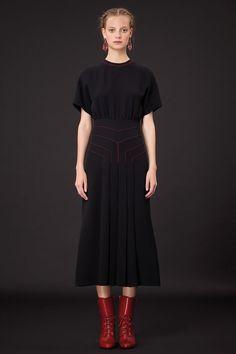 Valentino desfila coleção de pré-primavera verão 2015