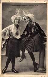 Postcard Les Sables d'Olonne, Sablaises, zwei Frauen in Tracht, Kopfschmuck