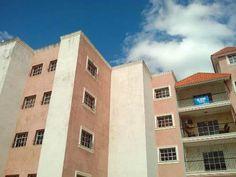 Apartamento tipo penthouse de oportunidad en Los Hidalgos del KM14 Aut. Duarte, 190mts que incluyen una terraza de 60mts en la azotea ideal para un gacebo, 3hab, 2baños, 2parqueos, sala, comedor, área lavado, amplio balcón, cornisas en áreas sociales, intercom, garita de guardián con control de acceso, porcelanato importado, madera preciosa.   Este es con las tres B, bueno bonito y barato... PRECIO MUY NEGOCIABLE!  RD$2,500,000.00 Lic. Ricardo Cordero 809-204-0875 809-415-0875