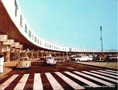Así se veía a inicios de la década de los setenta la Terminal Central de Autobuses del Norte, la cual conserva hasta la actualidad su característica forma. Muchos recuerdos. From La Ciudad de Mexico en el Tiempo. Crédito: Col. C. Villasana/ R. Torres