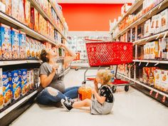 This pregnant Missouri mom has taken Target worship to the next level. Page Miller scooped up daughter Avery, grabbed her photographer friend Heather Pippin of … and set out for a maternity shoot that is pure Mother Daughter Maternity, Mother Daughter Photos, Maternity Photography Poses, Maternity Poses, Photography Ideas, Toddler Photography, Fashion Photography, Pregnancy Humor, Pregnancy Photos