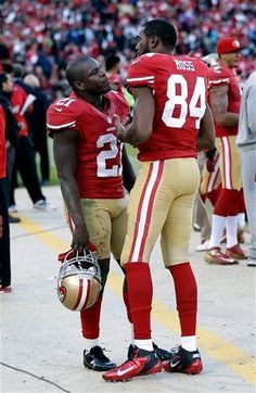 Randy Moss and Frank Gore. looks more like Willis and Arnold to me. 49ers Players, Nfl Football Players, Football Season, Cincinnati Reds Baseball, Indianapolis Colts, Pittsburgh Steelers, Dallas Cowboys, Marshall Football, Forty Niners