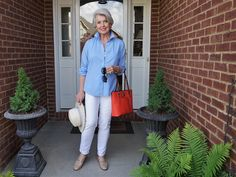 Fashion Over Fifty, 60 Fashion, Fashion Photo, Street Fashion, Susan After 60, Makeup Tips For Older Women, Street Style Blog, Wearing A Hat, Style Challenge