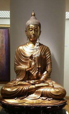 พระพุทธรูปปางประทานพร ที่หอศิลป์สมเด็จพระนางเจ้าสิริกิติ์