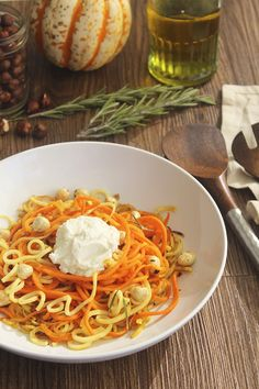 Cinnamon & Rosemary Sauteed Carrot and Parsnip Noodles with Ricotta with Roasted Hazelnuts- perfect fall side dish or light dinner! Side Dish Recipes, Veggie Recipes, New Recipes, Drink Recipes, How To Roast Hazelnuts, Healthy Food Blogs, Healthy Recipes, Healthy Lifestyle, Kitchens