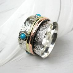 Bloom Boutique Sterling Silver Floral Spinning Ring With Turquoise (4.265 RUB) ❤ liked on Polyvore featuring jewelry, rings, sterling silver jewelry, sterling silver rings, sterling silver jewellery, turquoise rings and blue turquoise jewelry