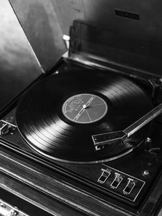 Black and white photograph of an old record player. A classic poster with a retro touch that goes great in a gallery wall with other black and white prints. Vintage Record Player has a built-in white passe-partout that frames the motif elegantly. Black And White Picture Wall, Black And White Posters, Black And White Wallpaper, Black And White Prints, Black Walls, Black And White Pictures, Black Aesthetic Wallpaper, Gray Aesthetic, Black And White Aesthetic