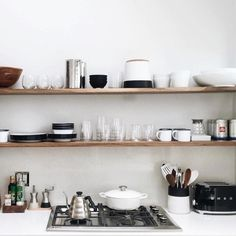 in loooove with this kitchen! It's so simple and beautiful // @aliciamurphydesign by rrayyme
