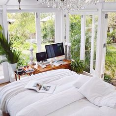 Wow talk about bringing the outside in kinda look! Perfect for beach living. I love this bedroom, just needs a tad more beachy decor!