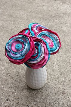 rolled fabric flowers Rolled Fabric Flowers, Paper Flowers, Wreaths, Crafty, Purses, Sewing, Fun, Hair, Couture