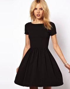 Top 5 robes noires - À la mode Montréal   À la mode Montréal Robe Marinière 92e9172e6841