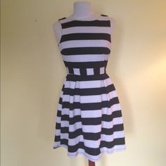 Black/white Dress Juniors size Medium this dress is brand new and never worn. Tag ripped off. Such a cute dress. Dresses