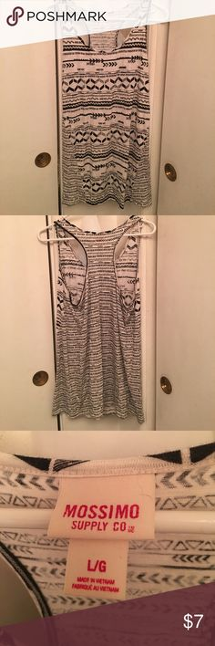 🌸Long Mossimo Tank Top A little over 23 inches in length from the front collar to the bottom and 28 inches from the back all the way down. Rarely ever been worn but it has a cute arrow design Mossimo Supply Co. Tops Tank Tops